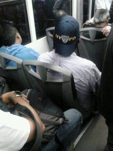 Morroi bat, atzo, Metrobusean.