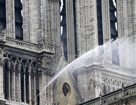 Sutea Notre Dame katedralean