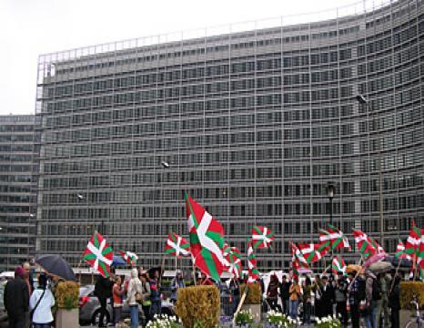 Torturaren kontra Bruselan