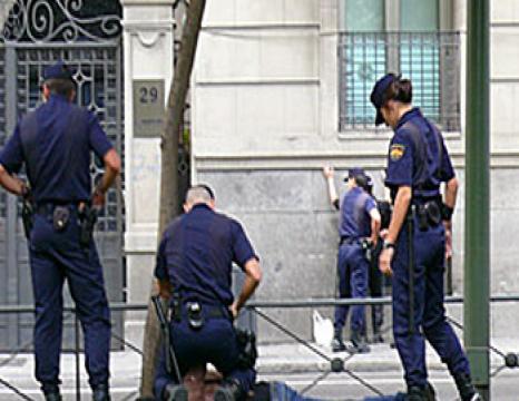 Atxilotuen senideak-eta Madrilen