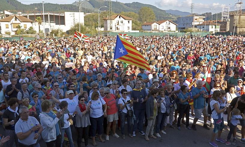 Gure Esku Dago-ren ekinbidea Gernika-Lumon, 2017ko urriaren 1eko Kataluniako erreferendumaren alde