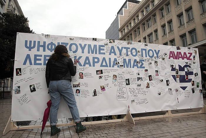 Hauteskunde bezperako mural bat, Atenasen.