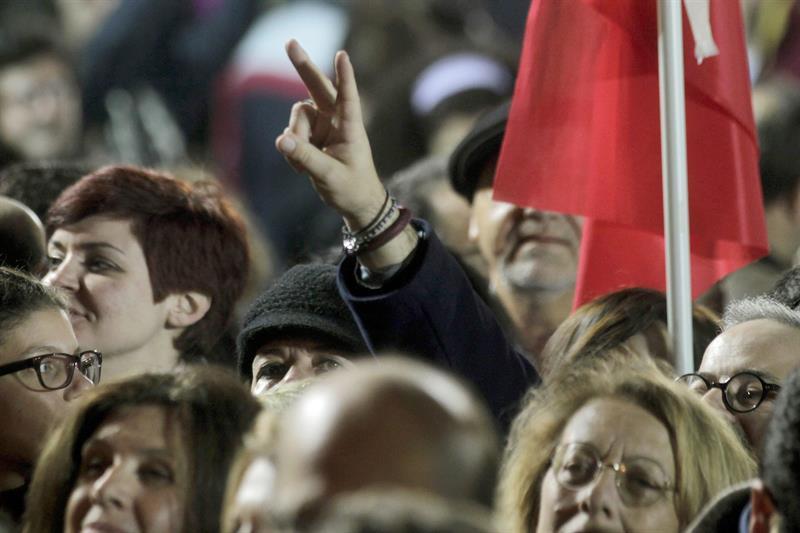 Greziarrak, Syrizaren garaipena ospatzen.