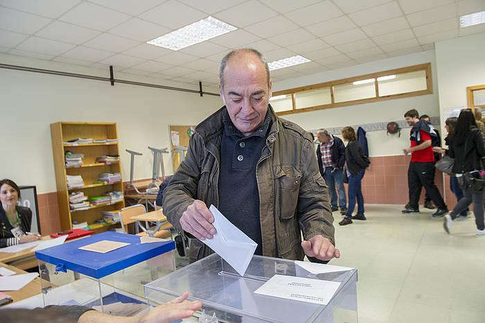Martin Garitano Gipuzkoako ahaldun nagusia, botoa ematen
