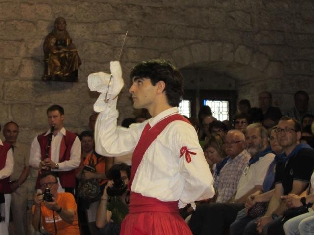 Antiguako ermitan dantzan