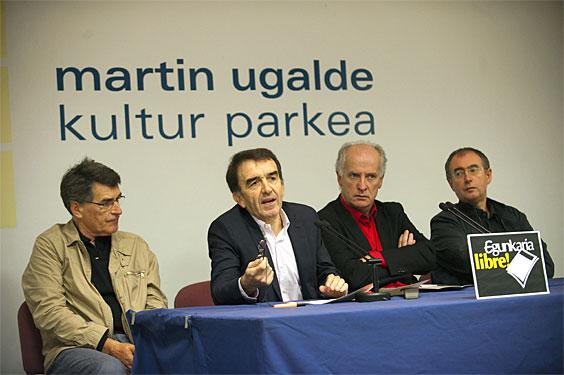 Joan Mari Torrealdai, I�igo Iruin, Martxelo Otamendi eta I�aki Uria Andoainen, Europaren epaiari buruzko prentsaurrekoan (2012-10-16)