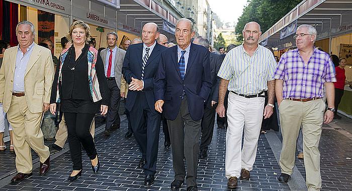 Juan Jose Ibarretxe eta Carlos Garaikoetxea Eusko Jaurlaritzako lehendakari ohiak, 'Egunkaria'-ko langileen-eta omenezko sari banaketara (2013-09-26)