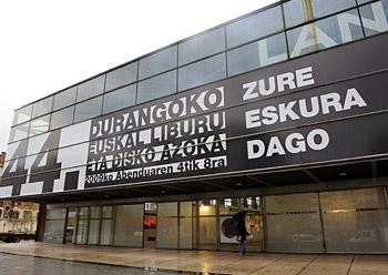 Durangoko Landako guneko eraikina prest jendetza hartzeko (2009-12-04)