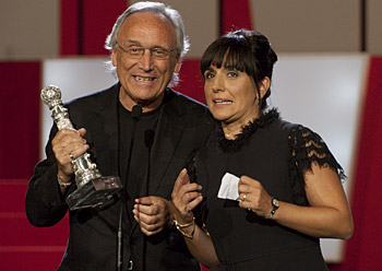 Judith Colell eta Jordi Cadena 'Elisa K' filmako zuzendariak sari berezia jasotzen (2010-09-25)
