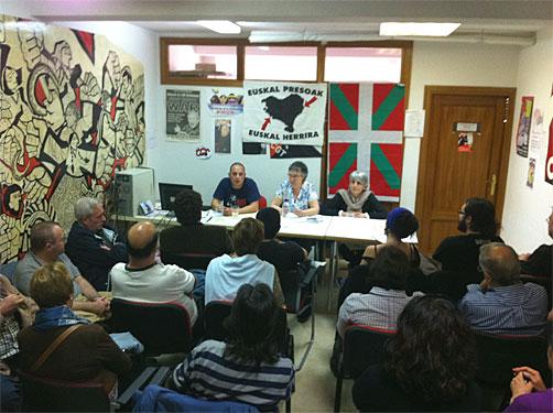 Arantza Urkaregi eta Amparo Lasheras auzipetuak Torrejon de Ardozen (Espainia) hitzaldia ematen