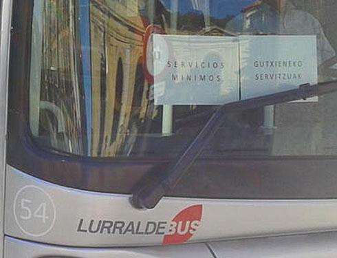 Garayar autobusetan, euskarazko kartela oker idatzita