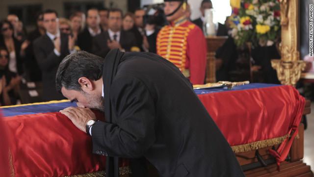 Ahmadinejad, hilkutxari musu ematen
