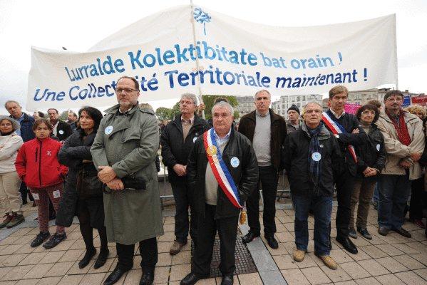 kolore_guztietariko_herritarrak_izan_dira_manifestazioan