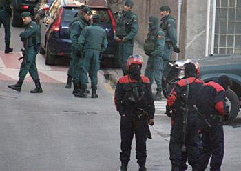 Guardia zibilak eta ertzainak, gaur, Lekeition.