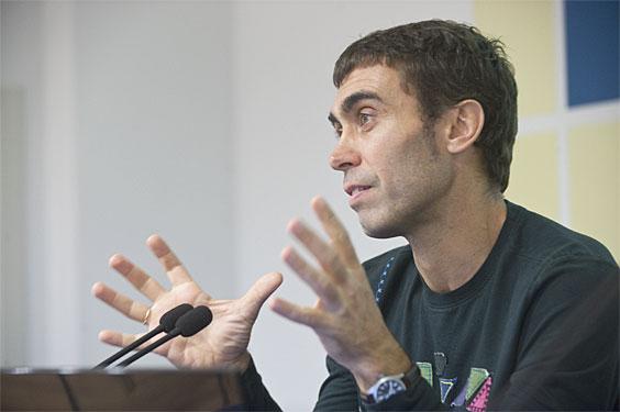 Juan Varela, gaur.