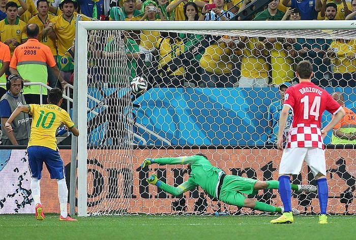 Neymarrek egin du Brasilen bigarrena, penaltiz.