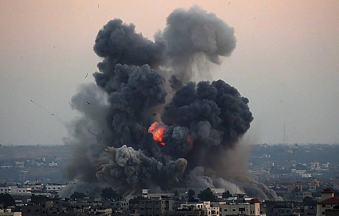 Gazako mendebaldea bonbardatu du bart Israelgo armadak. /