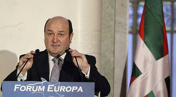 Andoni Ortuzar, Forum Europaren gosari informatiboan.