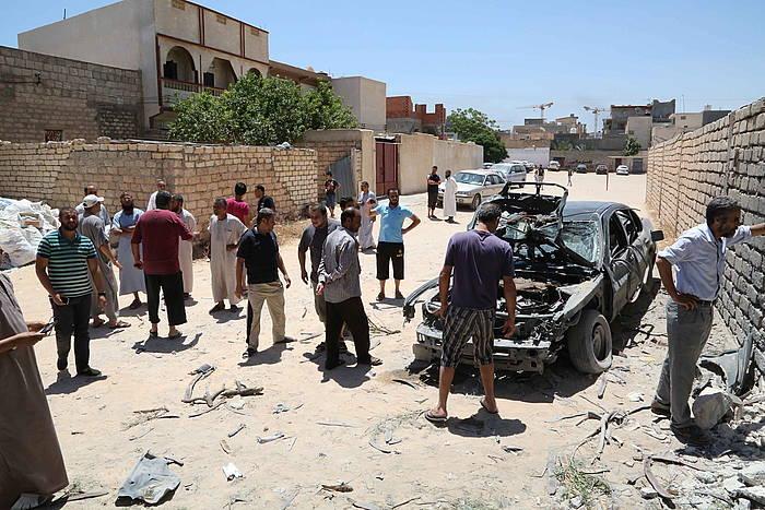 Auto bat txikituta, granadaz egindako eraso baten ondorioz.