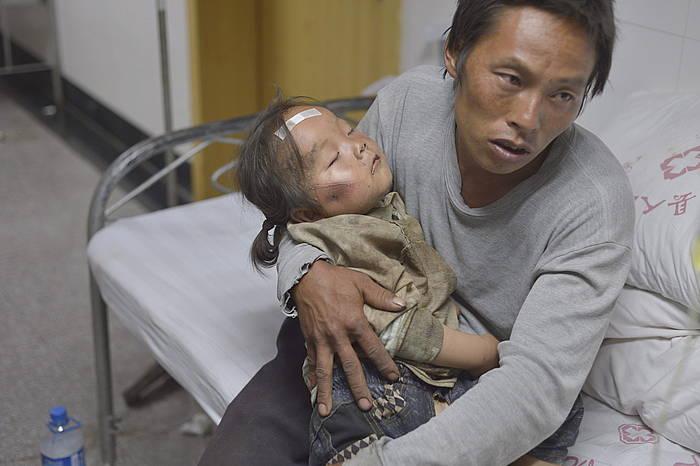 6,5 graduko lurrikara izan zen atzo Txinako Yunnan probintzian. Ia 2.000 zauritu eragin zituen.