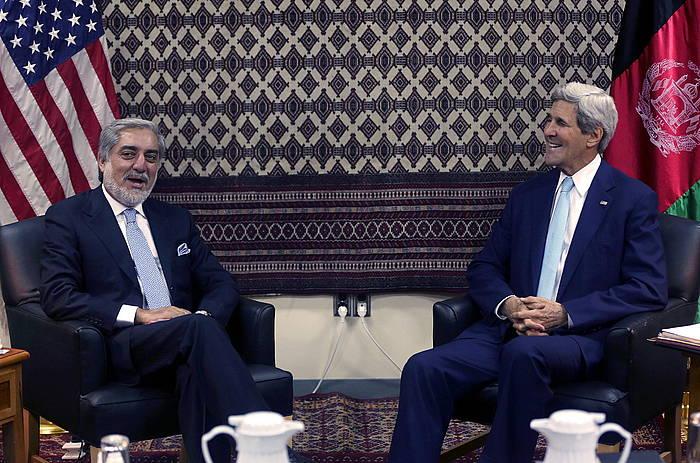 Abdullah Abdullah eta John Kerry. /