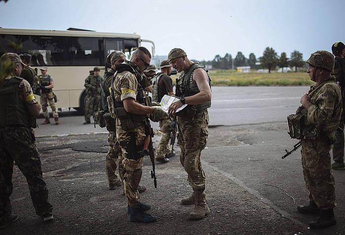 Ukrainako soldaduak Maryinka hiriaren inguruan.