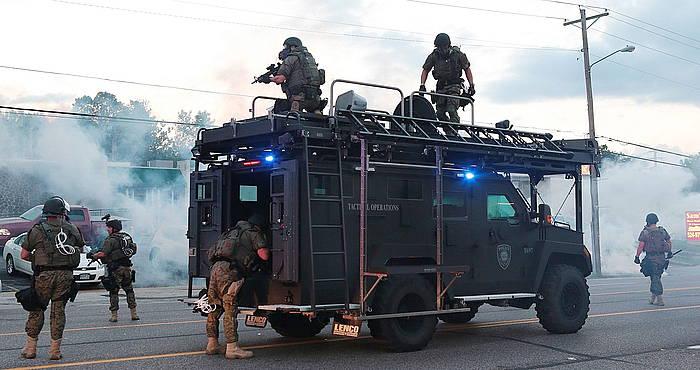 Ferguson hiria hartu du Poliziak, eta