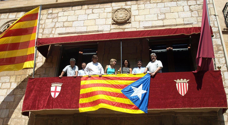 Udalbiltzako eta AMIko arduradunak, gaur, Montblancen (Tarragona, Herrialde Katalanak).