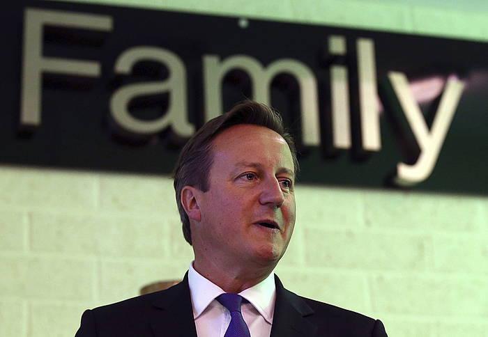 David Cameron Erresuma Batuko lehen ministroa, herenegun, Edinburgon.