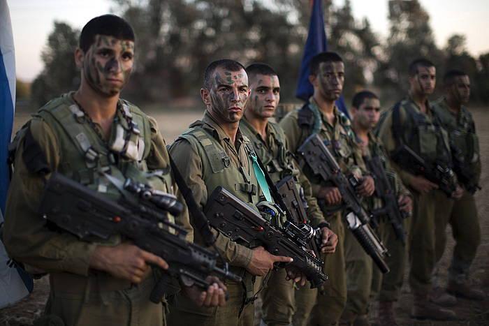 Israelgo soldaduak Beer Shevan, zerbitzu militarra egin ostean.