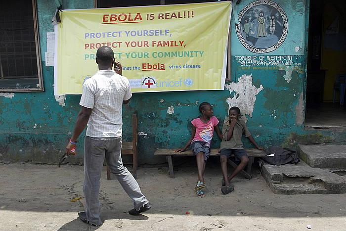 Ebolaz ohartarazten duen kartel bat, Monrovian. /
