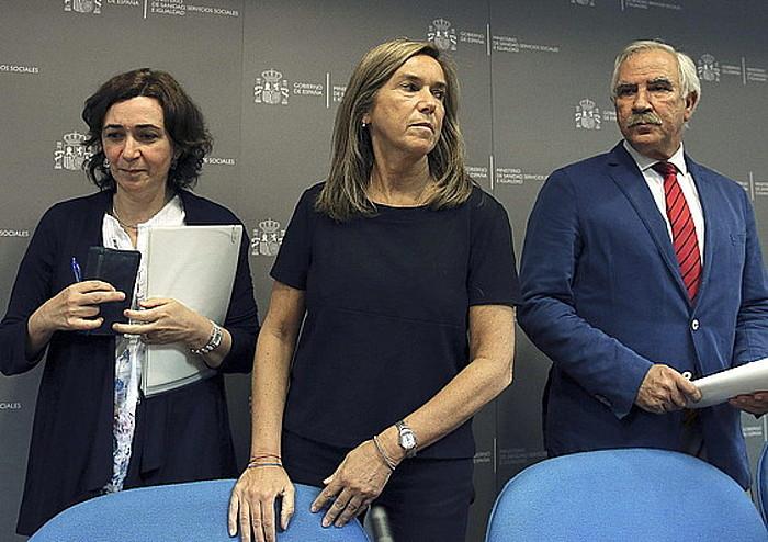 Espainiako osasun arduradunak, Ana Mato ministroa buru dutela, atzo iluntzean egindako agerraldian.