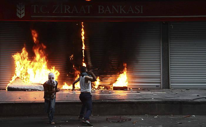 Atzo Diyarkabirren (Turkiaren menpeko Kurdistan) izandako protestak.