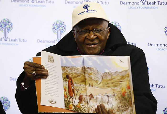 Desmond Tutu da galdeketaren aldeko adierazpenaren sinatzaileetako bat. /