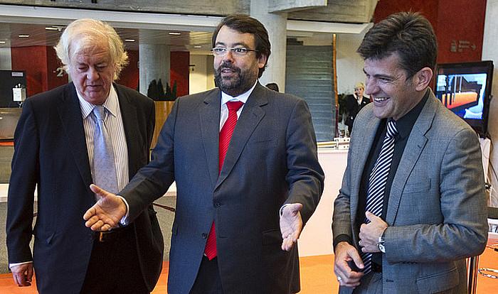 Javier Ormazabal —erdian—, Hegoaldeko fortuna handietan bosgarrena Forbes-en Espainiako zerrendan.