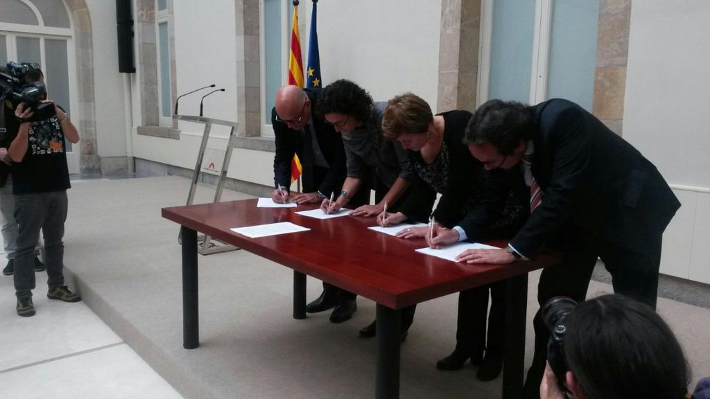 Kataluniako ordezkari politikoen agerraldia, salaketa aurkezten. /