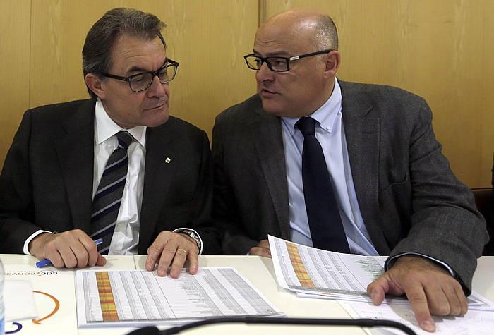 Artur Mas presidentea eta Lluis Corominas Antolaketa presidenteordea, gaur, galdeketaren emaitzak aztertzen. /