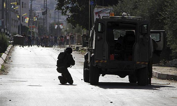 Palestinarren eta Israelgo soldaduen arteko liskarrak Bet Forilen.