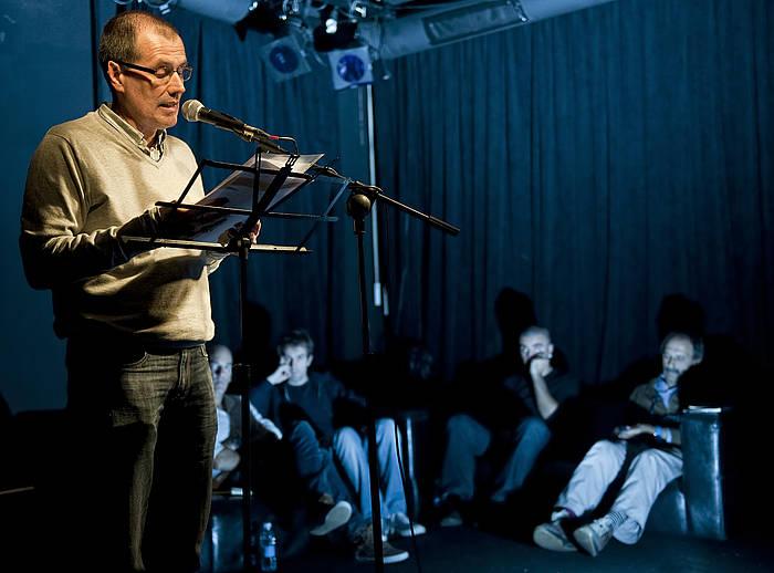 Jose Luis Otamendi, poesia errezitaldi batean. /