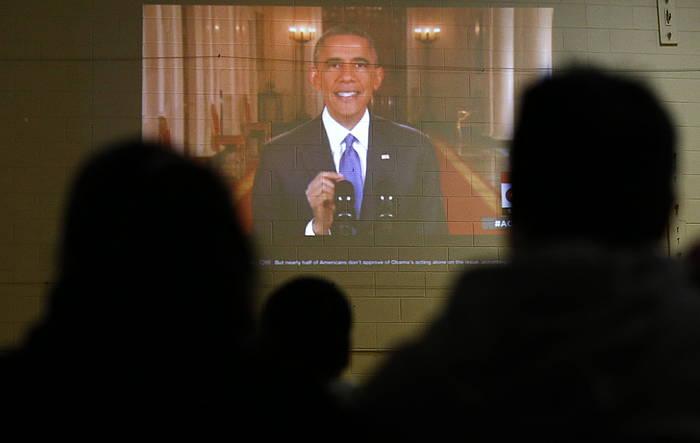 AEBetako hainbat herritar, Barack Obamaren agerraldia jarraitzen. /
