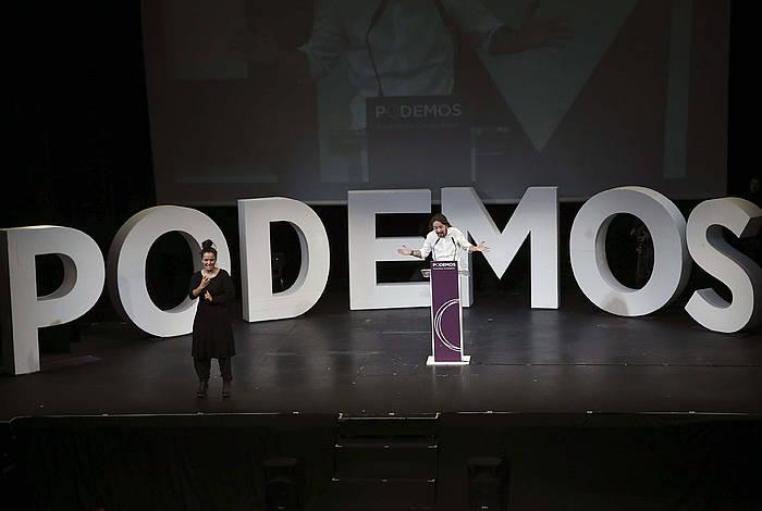 Pablo Iglesias, Podemosen estatuko zuzendaritza jakinarazteko ekitaldian. Zuzendaritza horretako kide da Ione Belarra.