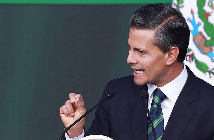 Enrique Peña Nieto, hartu asmo dituen neurrien berri ematen. /