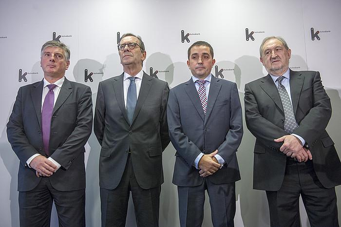 Ezkerretik hasita, Xabier Iturbe (Kutxa), Gregorio Billalabeitia (Kutxabank), Xabier Sagredo (BBK), eta Fernando Arangiz (Vital Kutxa).