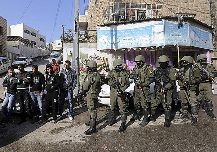 Polizia hedatu da Hebronen, Zisjordanian, Israelgo Gobernuaren desegonkortasuna dela eta.