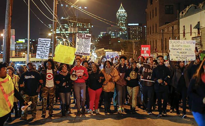 Garner hil zuen poliziaren kontra akusazio formalik ez jartzeko erabakiaren aurkako protestak, New Yorken.