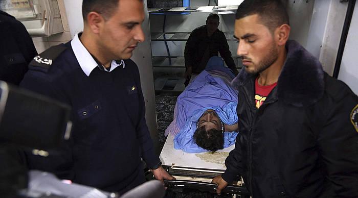 Bi palestinar gaur goizean Ziad Abu Einen gorpua eramaten. /