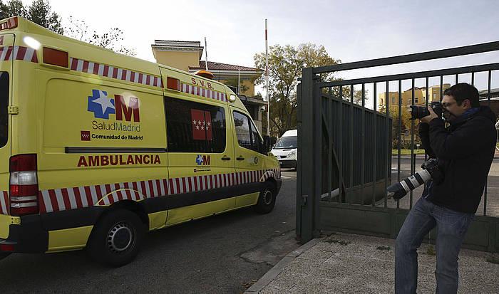 Nafarroako kooperantearen anbulantzia erietxera sartzen, azaroaren 21ean. /