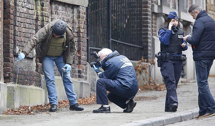 Belgikako Polizia, atzo bi lagun hil zituen tokian ikerketak egiten.