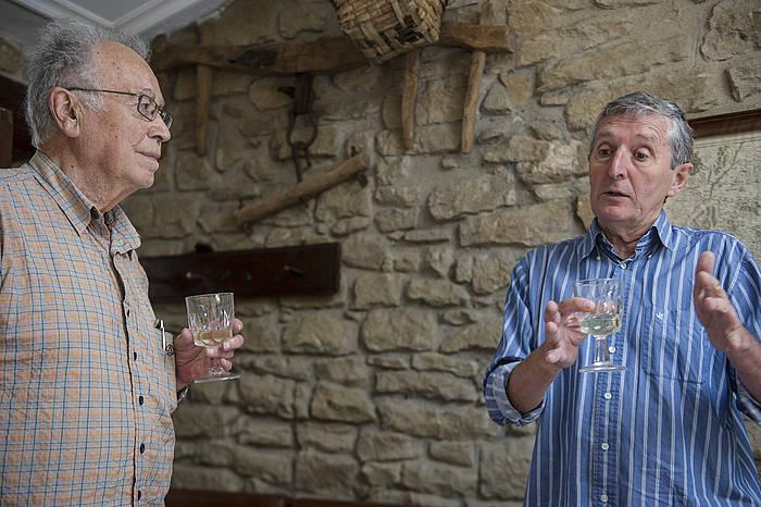 Julen Kalzada eta Jose Mari Esparzarekin, memoria historikoaz. ©Jagoba Manterola / Argazki Press