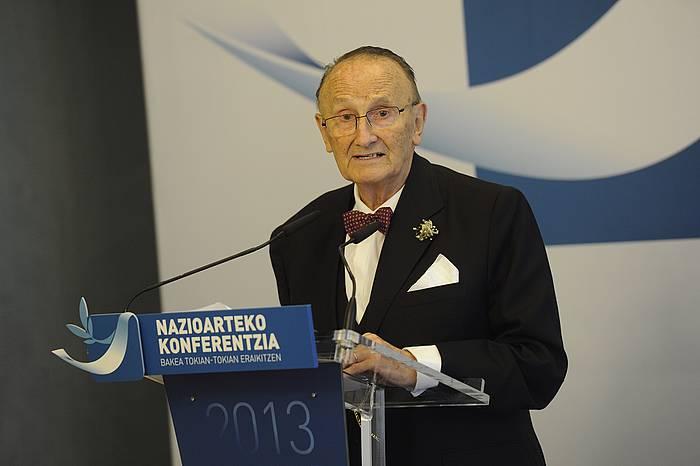 Zaragueta, Bakearen Aldeko Alkateen Nazioarteko Konferentzian, 2013an.